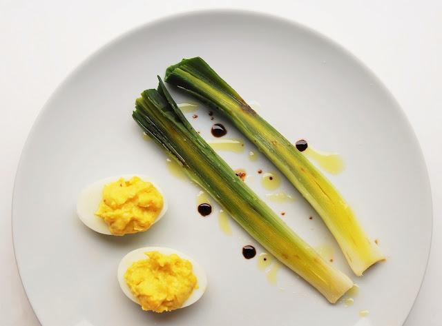 Poireaux vinaigrette et œufs mimosa