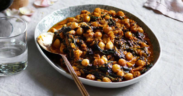 Andalusian spinach and chickpeas