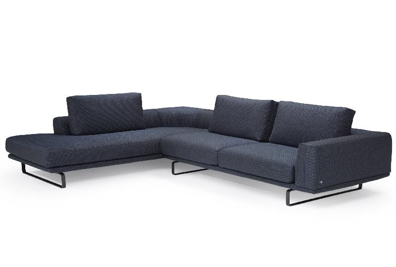 8 divani in pelle e tessuto per arredare il soggiorno