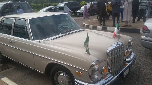 See how Fayose stormed Supreme Court in his vintage Benz