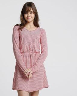 O Vestido Listras é confeccionado em viscose e conta com modelagem mais soltinha