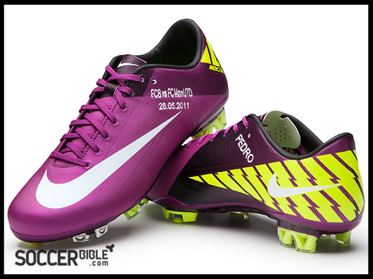 Final Menggunakan Sepatu Sepak Bola Nike Mercuria Vaporl Superfly III