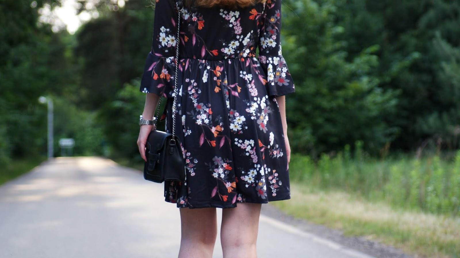 Przegląd sukienek z Bonprix - Kwiatowy zawrót głowy.