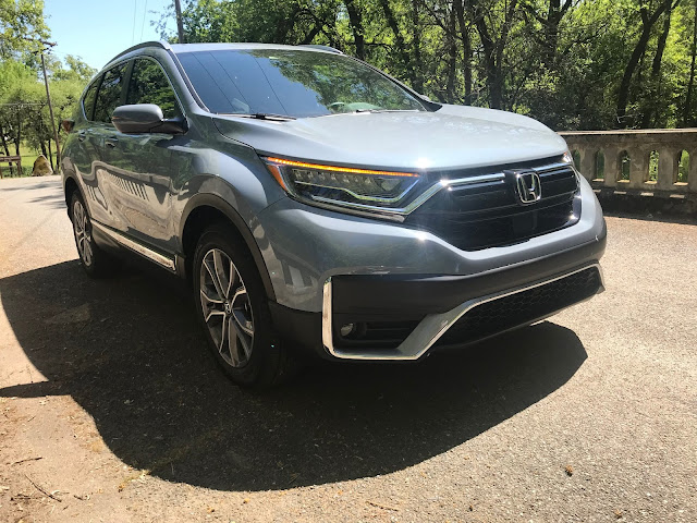 Front 3/4 view of 2020 Honda CR-V Touring