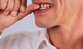 Thói quen cắn móng tay gây nhiễm trùng máu nguy hiểm.