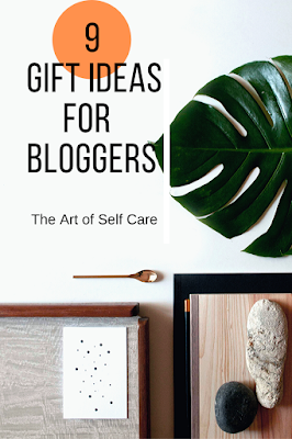 Blogger equipment, Blogger gifts, Blogger tools, gift giving guide, Gift Ideas for Bloggers