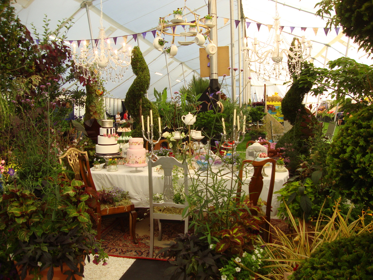 monkton elm news events and tips blog our alice in wonderland garden wins best in show at. Black Bedroom Furniture Sets. Home Design Ideas