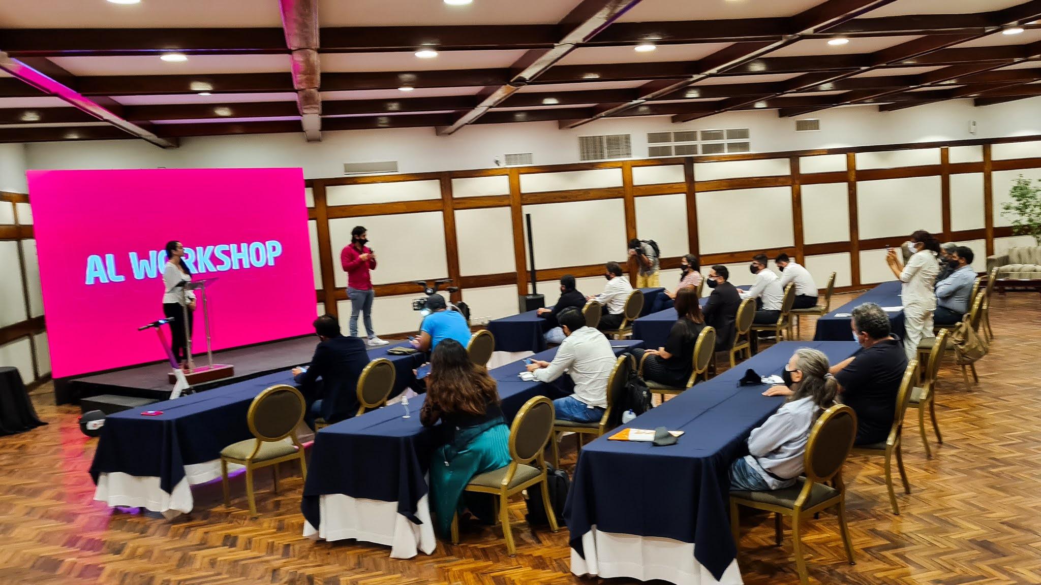 Ariel Revollo, CEO de MOBI; René Ojeda, BD Manager de Acton y Former CEO de Mobike, y Nico Marchant, Regional Manager de Invers, brindaron un Workshop a activistas, académicos y personas relacionadas al mundo tecnológico / SOUZAINFANTAS