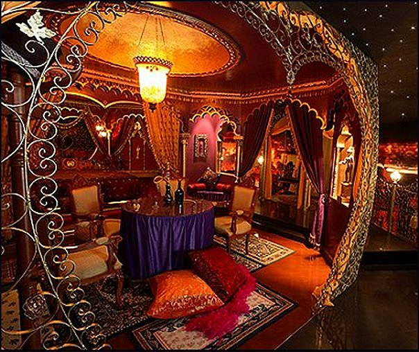 moulin rouge bedroom ideas bohemian style vintage decor victorian decorations old world furniture Louix IV French style
