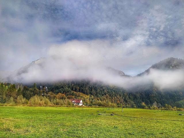 Pieniny w październiku, widok na góry, Polska