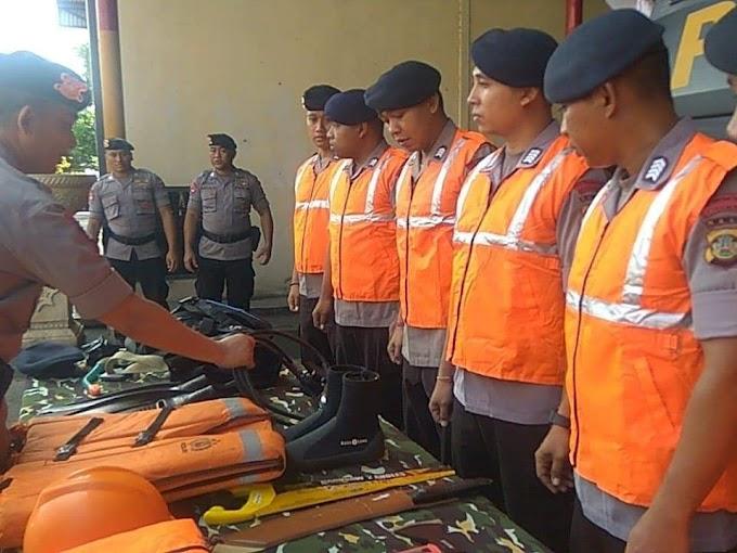 Polda Bali Libatkan Personel Brimob Siaga SAR Antisipasi Kerawanan di Lokasi Wisata