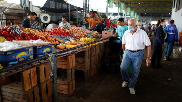 El riesgo país de Argentina cae casi 50 % tras la reestructuración de la deuda