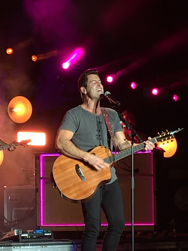 There's nothing quite like watching a musician (in this case, Jeremy Camp) genuinely having fun on stage.
