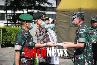 Pangdam Hasanuddin Serahkan APD ke Rumah Sakit Rujukan Penanganan Covid -19