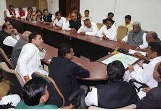 कमलनाथ सरकार गिरने के डर से विधायक कौन से कर रहे मीटिंग