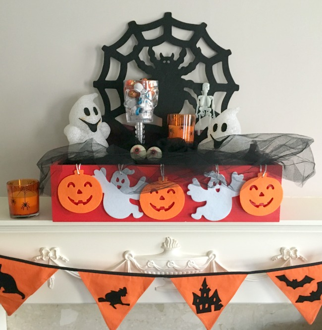 Plantabox-personalised-wooden-apple-crate-decorated-for-halloween-with-ghosts-and-cobweb-cutouts
