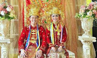 Gambar Pakaian Adat pengantin Bengkulu