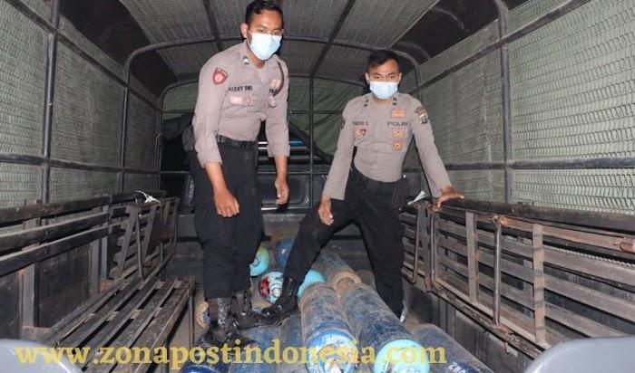 Demi Kemanusiaan, Polisi Bantu Distribusi Oksigen ke Rumah Sakit di Kabupaten Gresik