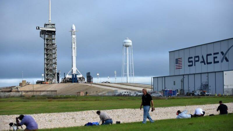 The SpaceX Falcon 9 rocket is ready to launch the Es'hail-2 communications satellite for Qatar on November 15, 2018, at the Kennedy Space Center in Florida, USA.