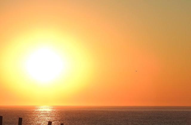 Amanecer sobre el mar-Chacra Educativa Santa Lucía
