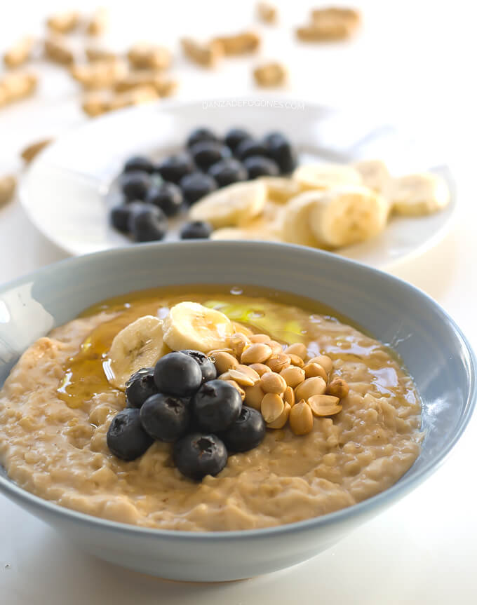 Porridge with blueberries and peanuts in 15 minutes | danceofstoves.com