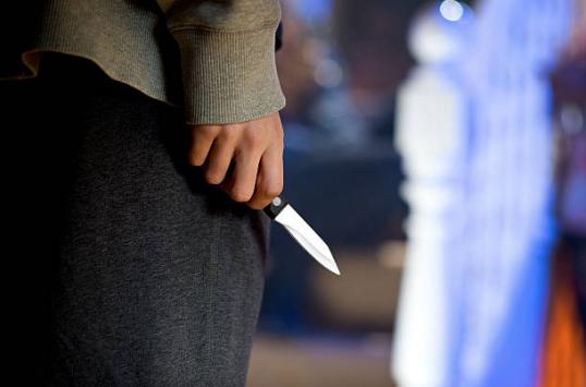 Adolescente le dio 13 puñaladas a un niño en La Romana
