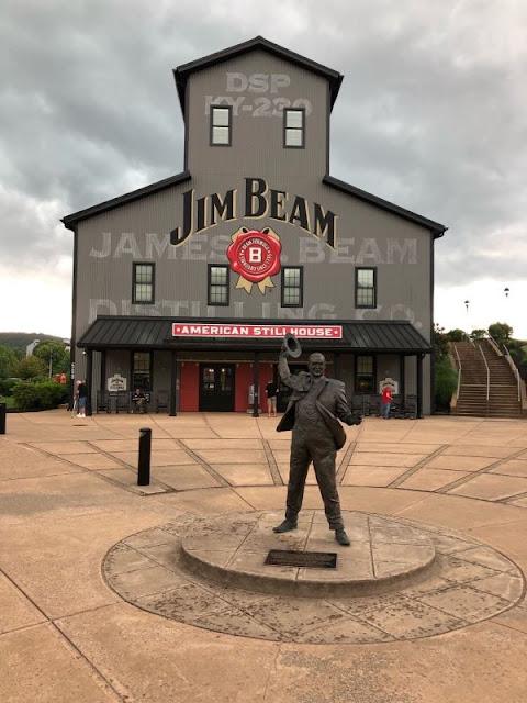 Blick auf das Haupthaus der Jim Beam Destillery in Clermont, KY