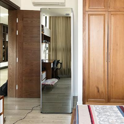 Thiết kế nền gỗ làm tăng lên vẻ đẹp lung linh của chiếc máy giặt hấp sấy LG STYLER TROMM S5MB - kính pha lê