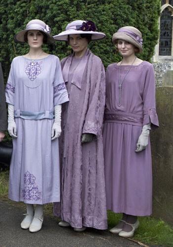 Começo dos anos 1920s: as ladies de Dowonton Abbey vestindo o luto aliviado