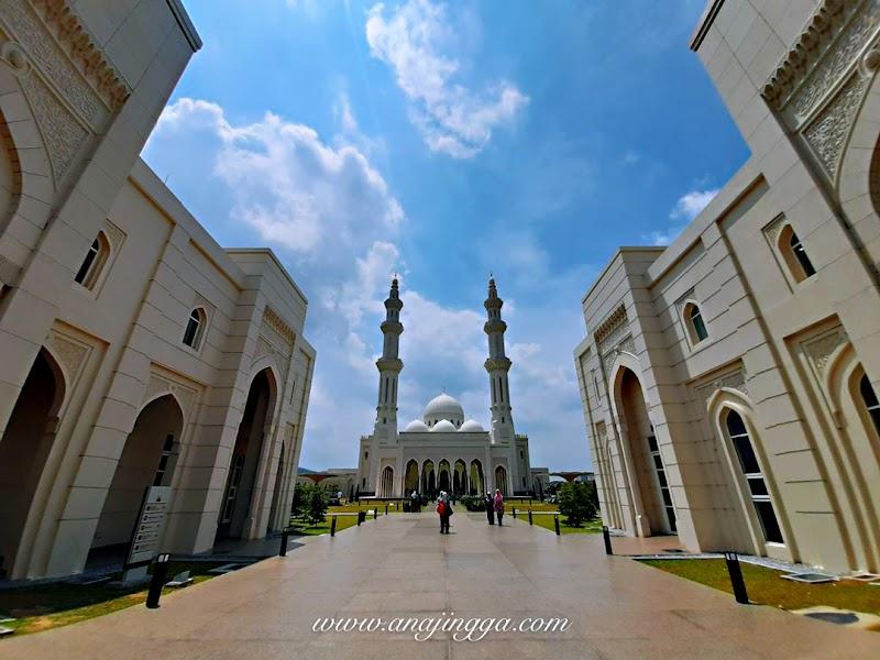 Keindahan senibina Masjid Sri Sendayan