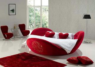 Postelja v obliki srca popestri vašo spalnico.