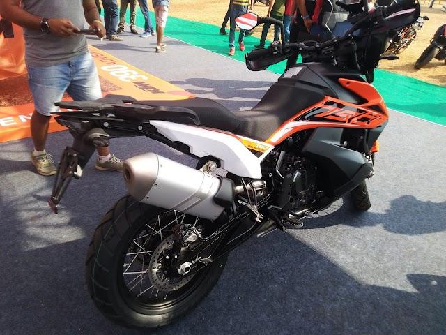 KTM showcased her new KTM 790 adventure bike in IBW