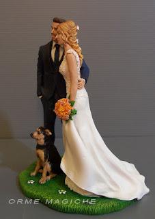 statuette sposi realistiche luxury abiti personalizzati torta nuziale con cane orme magiche