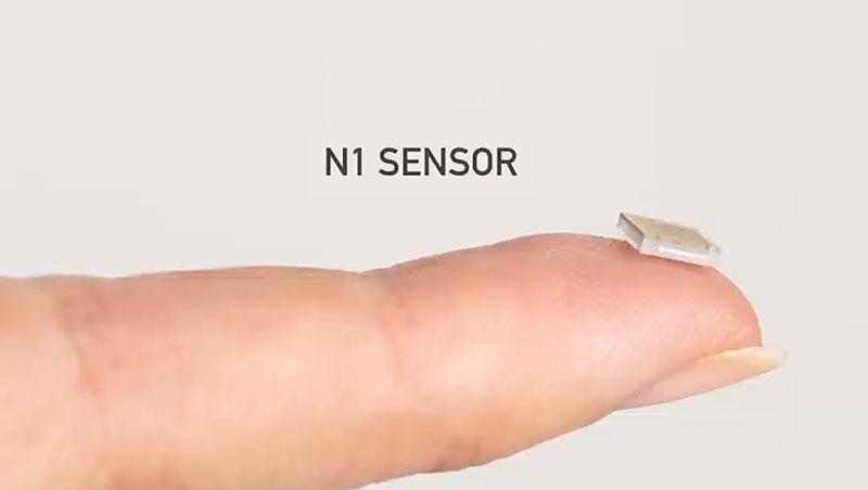 Беспроводной сенсор нейроинтерфейса компании Neuralink