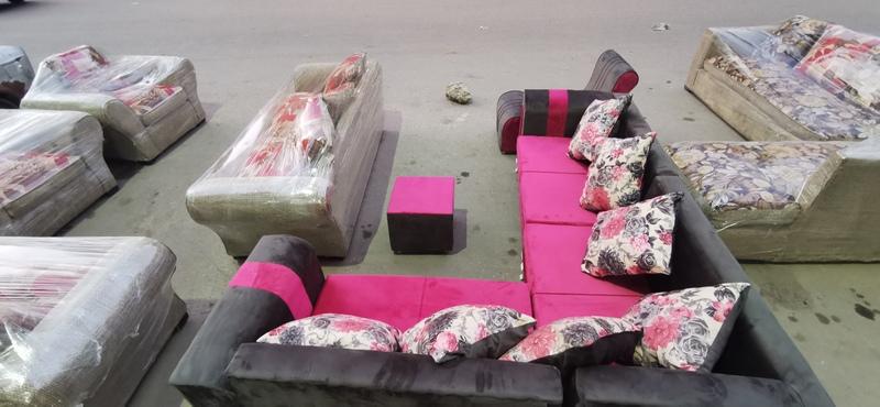 اثاث مستعمل للبيع - غرف نوم مستعمله و غرفه سفره و ركن مودرن جديدة و نيش 2 درفة