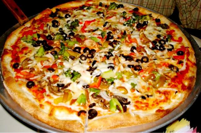 تجربتي فى عمل البيتزا الإيطالي فى المنزل في اقل من ربع ساعه - الطريقة الاسهل لعمل عجينة البيتزا