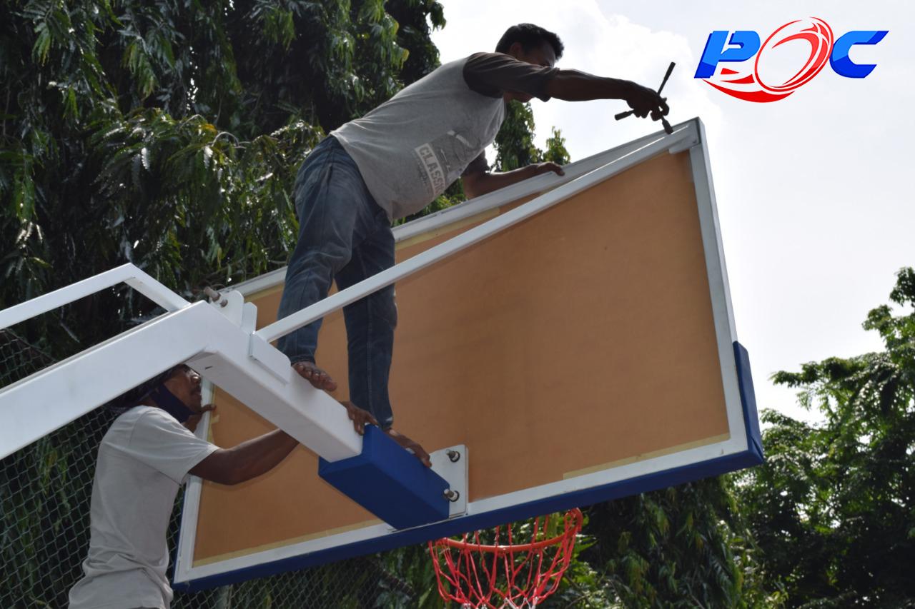 Pemasangan Papan Pantul Basket