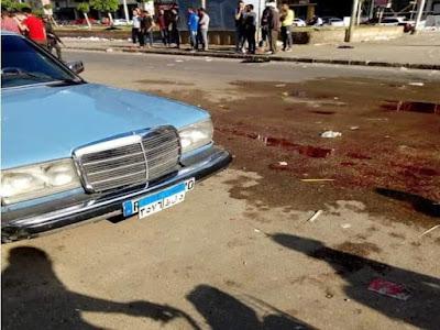 """فيديو - ملثمون يمزقون جسد مواطن بـ""""السنج"""" أمام المارة بالمنصورة.. والأمن: جارٍ ملاحقتهم"""