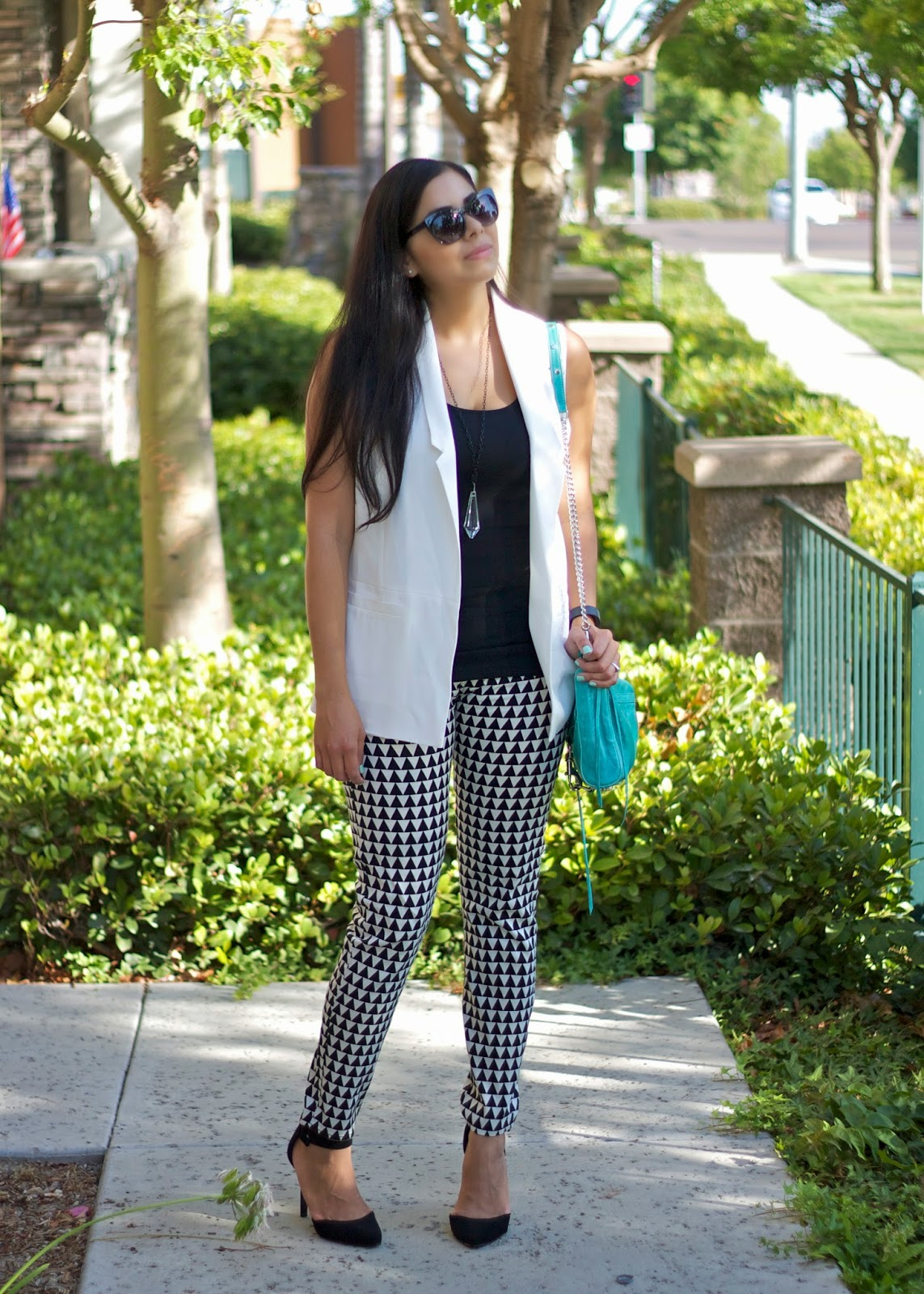 Black and white outfit for night out, black and white outfit for day out, geo print outfit