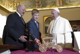 Lukashenko, con el Papa