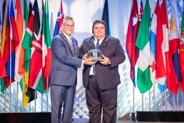 Organização das Cooperativas Brasileiras recebe prêmio durante a Conferência Mundial do Woccu 2019