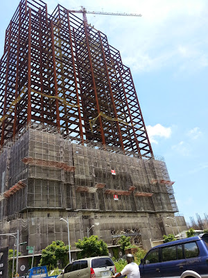 新竹縣政府在會議中提出八項水利建設施工,期間難免會造成縣民生活上的不便,也會事先與民眾宣導、溝通、協調,讓工程能順利完成