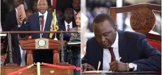 Biblia Iliyotumika Kumuapisha Rais wa Kwanza wa Kenya Yatumika Kumuapisha Uhuru Kenyatta na Makamo Wake