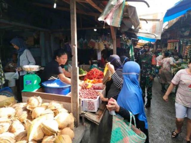 Tepatnya Di Pasar Dwikora, Personel Jajaran Kodim 0207/Simalungun Laksanakan Penegakan Disiplin Protokol Kesehatan