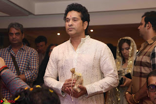 Sachin Tendulkar with his wife at Mata ka Jagrata hosted by Anu Malik 05.JPG