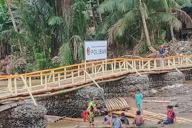 Politeknik Negri Banjar Masin bangun jembatan darurat di Desa Baru Waki