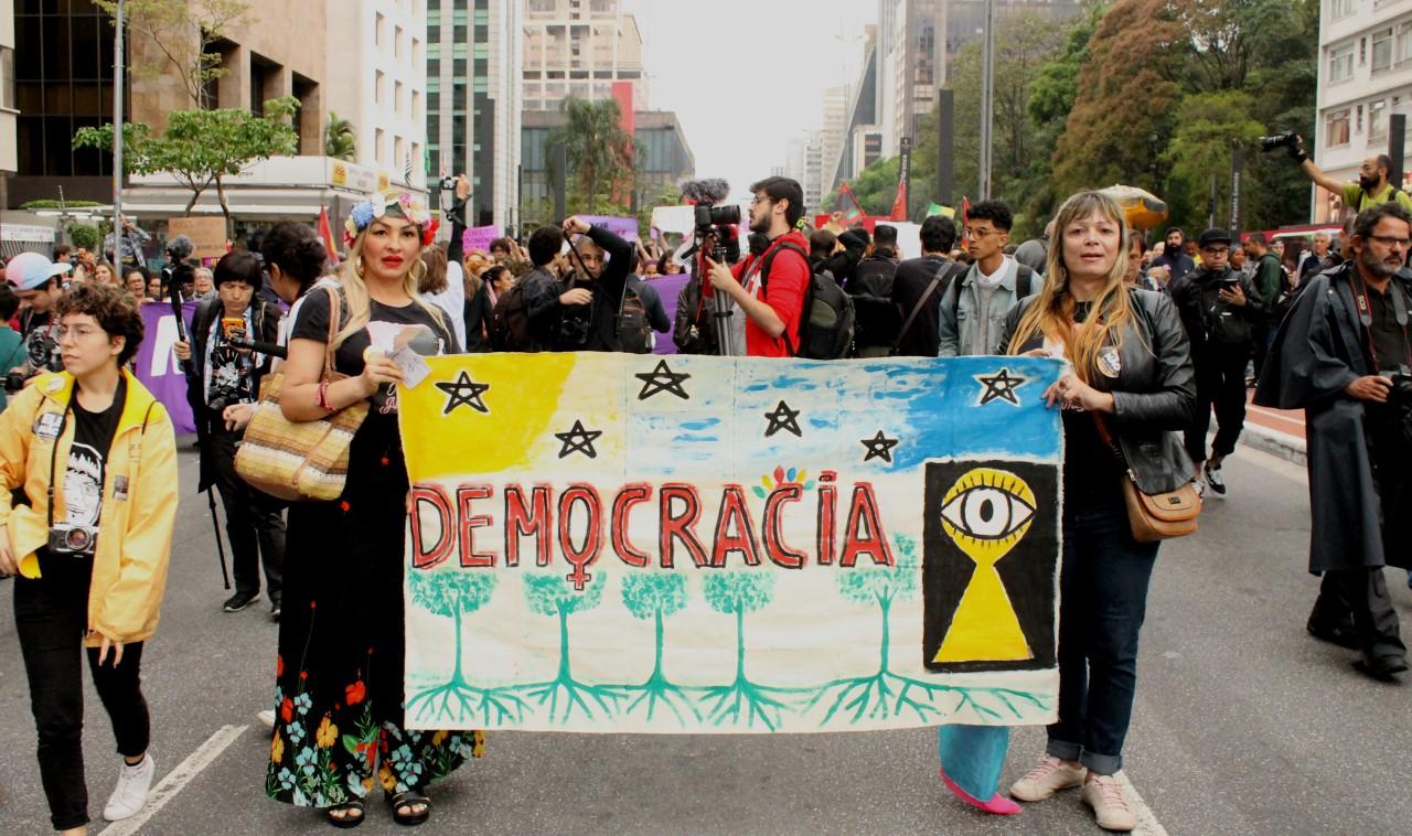 Grupo do Bem Estar e da Felicidade : #Democracia #Ditadura