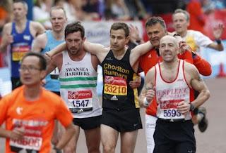 Luar Biasa! Tangis Pecah Kisah Pria Tuna Netra Sukses Ikut 17 Kali Maraton Yang Menggemparkan Dunia