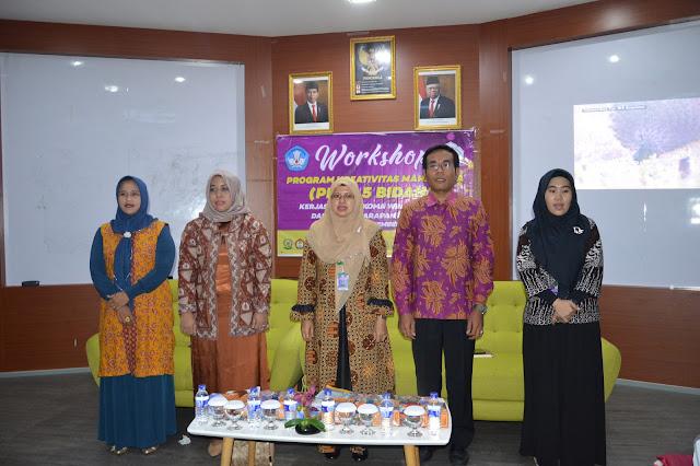 Acara workshop Program Kreativitas Mahasiswa (PKM) 5 Bidang kerjasama STIKES Harapan Ibu Jambi dengan Forkomawa Wilayah Jambi yang dihadiri oleh 20 Perguruan Tinggi Swasta se Provinsi Jambi dengan jumlah peserta sebanyak 152 peserta