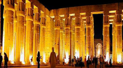 معبد الكرنك في الليل